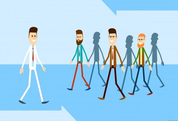 Uomini d'affari sorridenti casuali del gruppo dell'uomo di affari