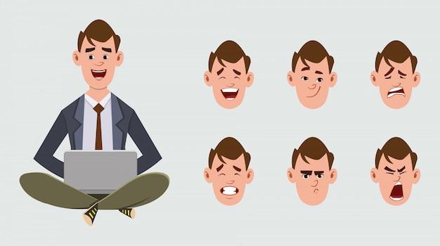 Uomini d'affari svegli che si siedono sul pavimento e che lavorano in un computer portatile