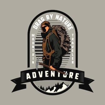 Uomo alpinista avventuroso