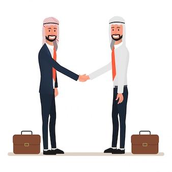 Uomo arabo che stringe le mani al partenariato commerciale.
