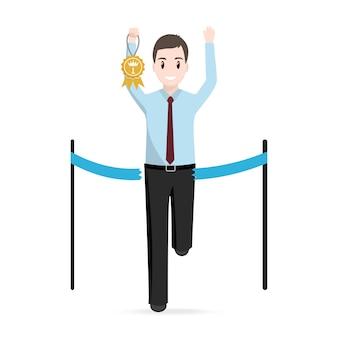Uomo che corre con il premio d'oro