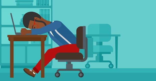 Uomo che dorme sul posto di lavoro.
