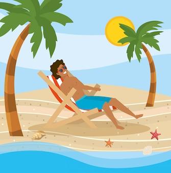 Uomo che indossa pantaloncini da bagno nella sedia abbronzante prendere il sole