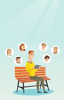Uomo che naviga nel social network.
