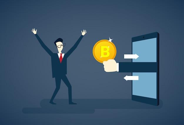 Uomo che ottiene bitcoin dal concetto di soldi di crittografia di valuta di smart phone di smart phone di digital