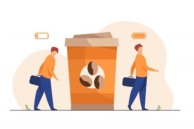 Uomo che ottiene energia dalla tazza di caffè