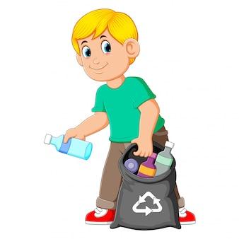 Uomo che raccoglie spazzatura