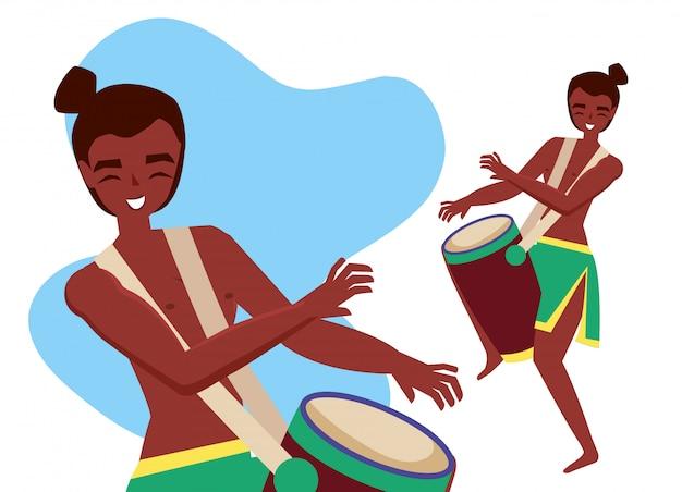 Uomo che suona il tamburo