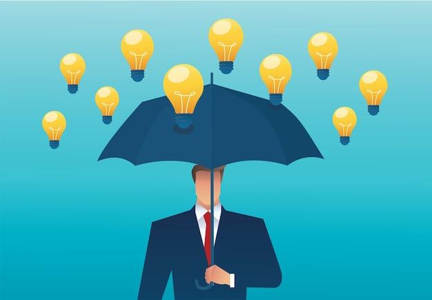 Uomo che tiene un ombrello e una lampadina che cade dal cielo