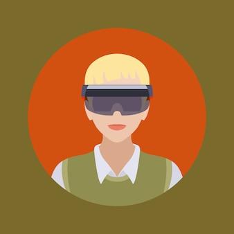 Uomo con gli occhiali della realtà aumentata