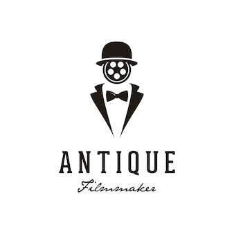 Uomo con reel film face per il design del logo di produzione cinematografica.