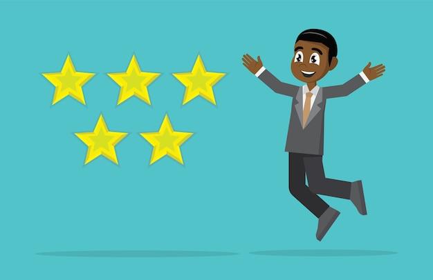 Uomo d'affari africano felice di ottenere cinque stelle.