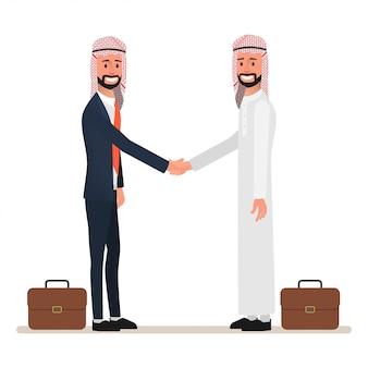 Uomo d'affari arabo che agita le mani all'affare partnership.