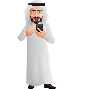 Uomo d'affari arabo che tiene un telefono cellulare