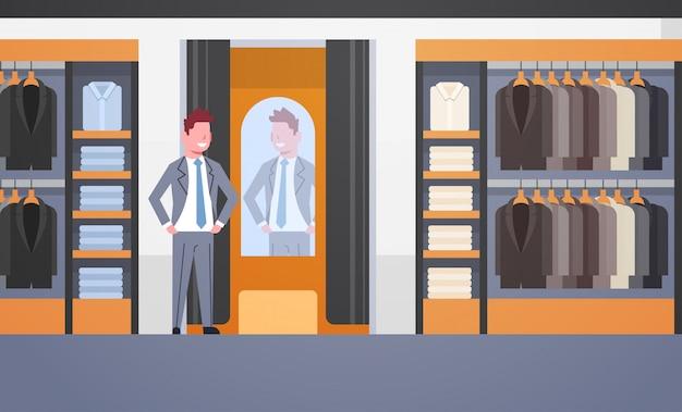 Uomo d'affari cercando il nuovo tailleur