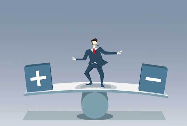 Uomo d'affari che equilibra fra il più ed il meno affare