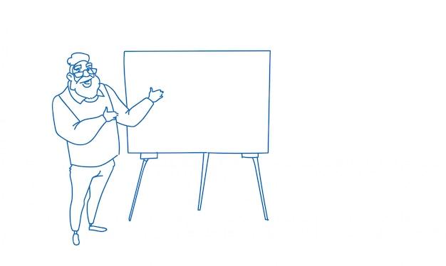 Uomo d'affari che indica scarabocchio vuoto di schizzo di presentazione di brainstorming di conferenza di addestramento di seminario di lavagna a fogli mobili