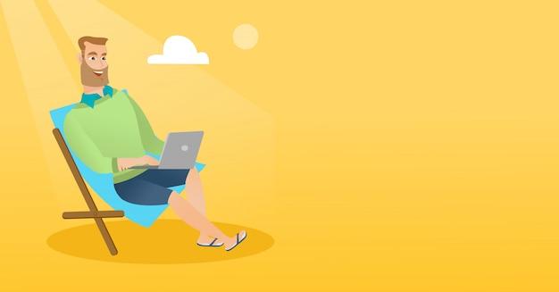 Uomo d'affari che lavora al computer portatile sulla spiaggia.