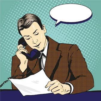 Uomo d'affari che parla dal telefono e che legge i documenti. illustrazione in stile fumetto pop art retrò