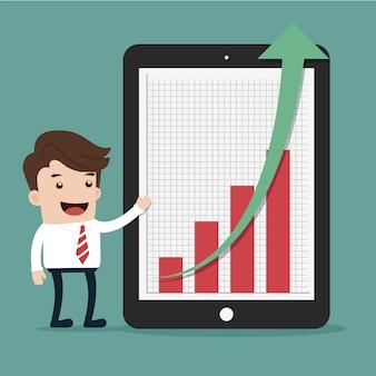 Uomo d'affari che presenta le statistiche e un grafico crescente su un ridurre in pani