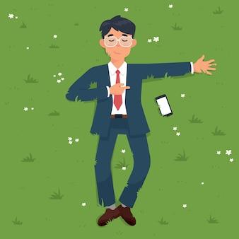 Uomo d'affari che si trova sull'erba verde nel carattere del parco