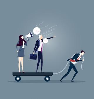 Uomo d'affari che trascina da solo i suoi collaboratori prepotenti