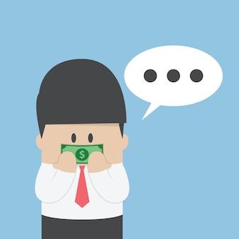 Uomo d'affari con banconota da un dollaro registrato sulla bocca