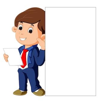 Uomo d'affari con cartello bianco vuoto
