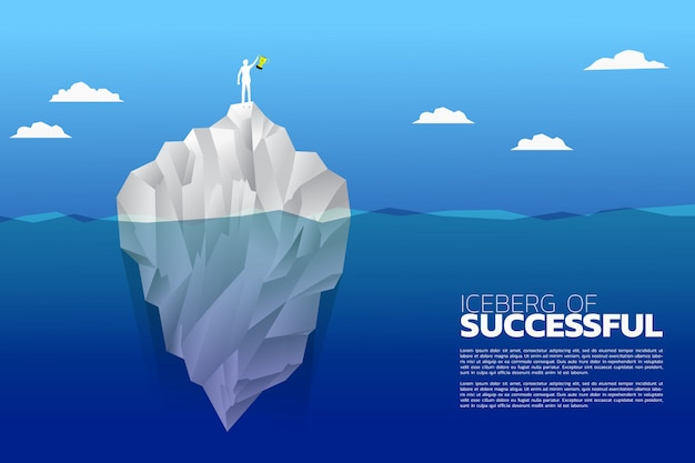 Uomo d'affari con il trofeo del campione in cima a un iceberg.