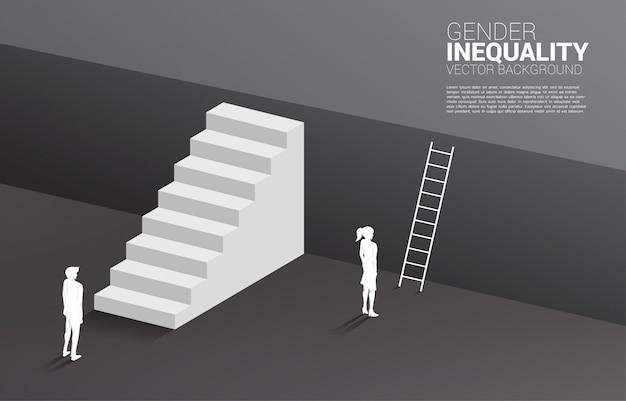 Uomo d'affari con scala e imprenditrice con scala per salire al piano superiore. concetto di disuguaglianza di genere negli affari e ostacolo nel percorso di carriera della donna