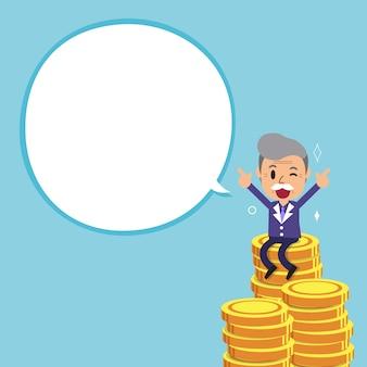 Uomo d'affari e grande pila dei soldi con il fumetto bianco