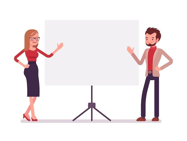 Uomo d'affari e imprenditrice alla presentazione