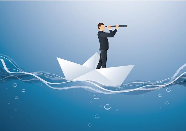 Uomo d'affari guarda attraverso un telescopio in piedi sulla barca di carta