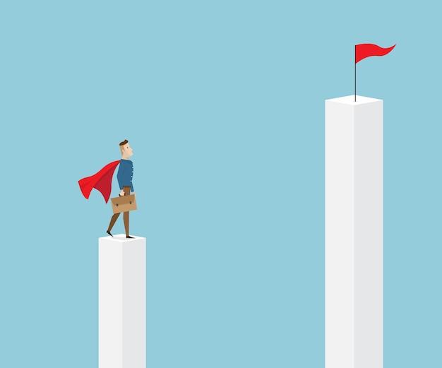 Uomo d'affari in mantello rosso e valigetta in mano in piedi sul pilastro e cercando di mirare su pil più alto