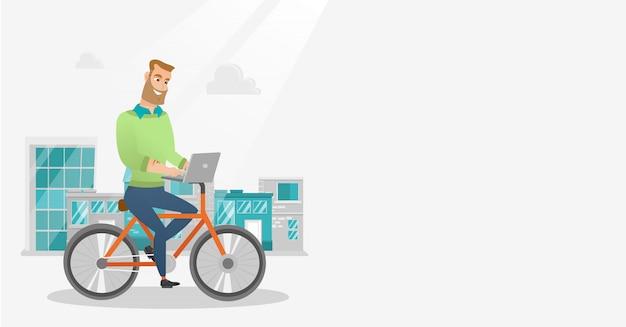 Uomo d'affari in sella a una bicicletta con un computer portatile.
