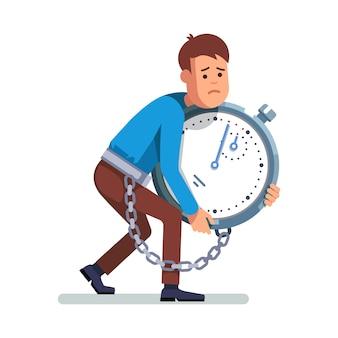 Uomo d'affari incatenato all'orologio