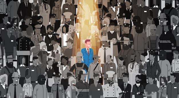 Uomo d'affari leader stand out from crowd individual, affare team concept del gruppo della gente del candidato di assunzione delle risorse umane del riflettore