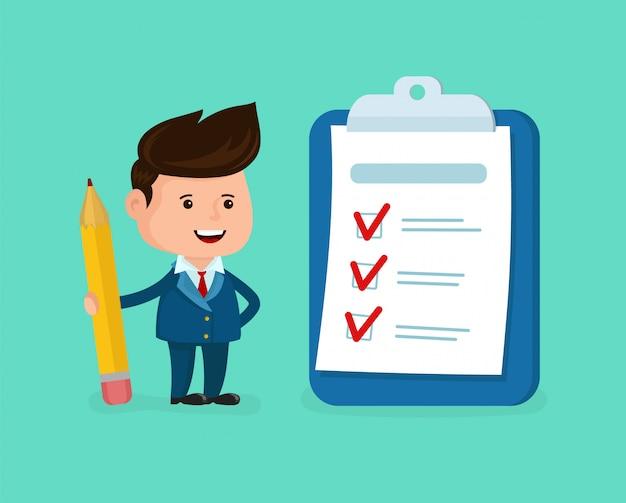 Uomo d'affari sorridente felice con la matita, la lavagna per appunti, lista di controllo.