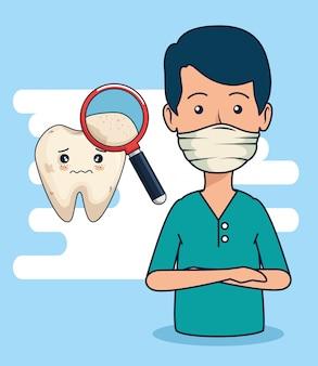 Uomo del dentista con la lente d'ingrandimento per diagnosticare il dente