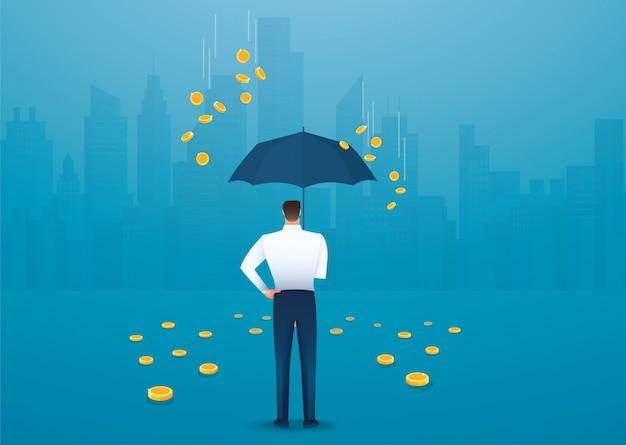 Uomo di affari che tiene un ombrello, soldi che cadono dal cielo.