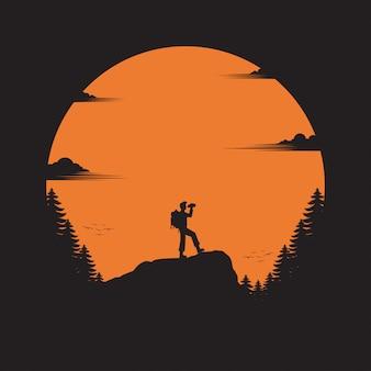 Uomo di viaggio sulla montagna
