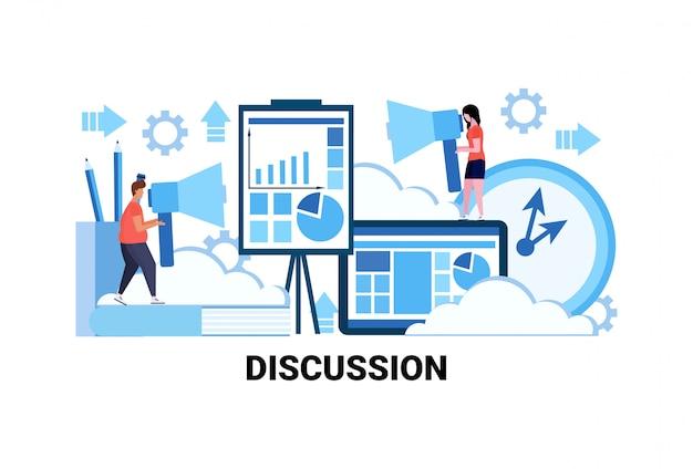 Uomo donna coppia tenendo altoparlante discussione di comunicazione commerciale