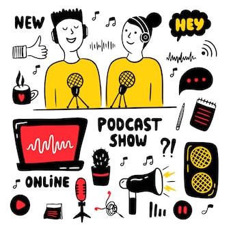 Uomo e donna che fanno podcast.