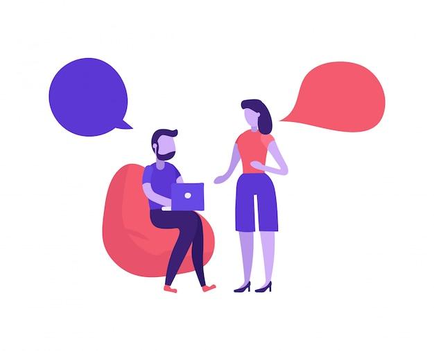 Uomo e donna che parlano in coworking