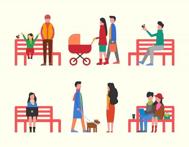 Uomo seduto su una panchina, coppia e famiglia a piedi