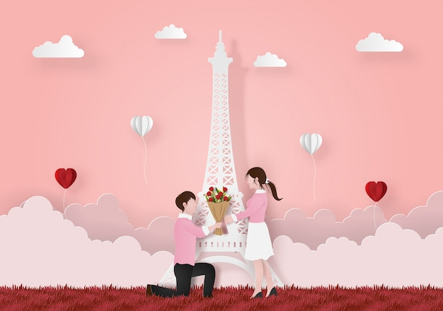 Uomo sul suo ginocchio dando bouquet di fiori alla fidanzata