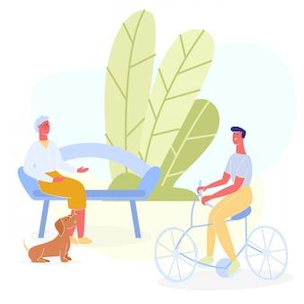 Uomo sulla bicicletta che accoglie donna anziana che riposa sul banco