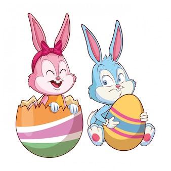 Uovo incrinato degli amici felici del coniglietto sveglio di pasqua