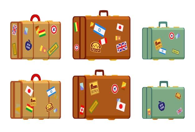 Valigie di viaggiatori con gli adesivi