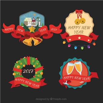 Vari nuovi felici adesivi anno con eleganti nastri rossi